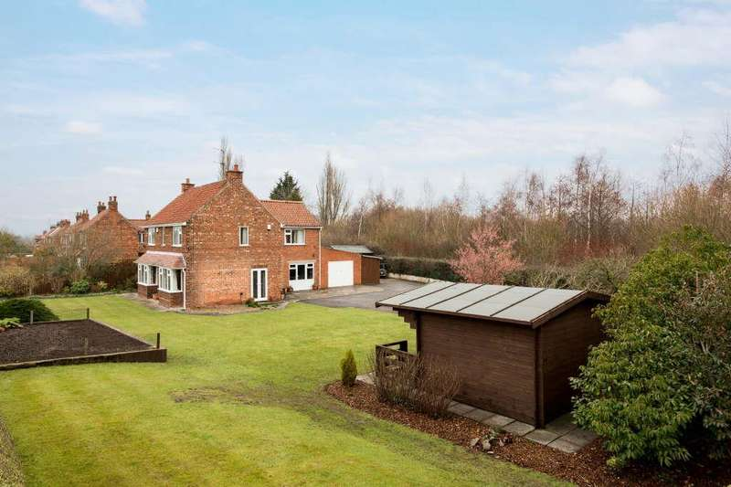 3 Bedrooms Detached House for sale in Stillington Road, Sutton On The Forest, York
