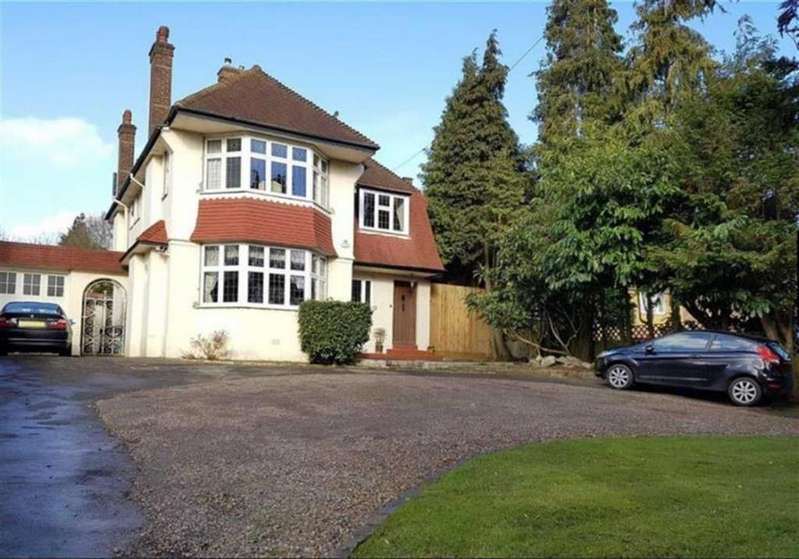 4 Bedrooms Detached House for sale in Barnet Road, Arkley, Herts, EN5