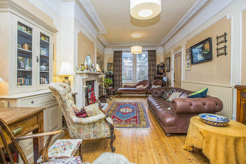 4 Bedrooms Semi Detached House for sale in Empress Avenue, London, E12