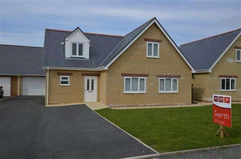 3 Bedrooms Detached House for sale in 21, Corbett Avenue, Tywyn, Gwynedd, LL36