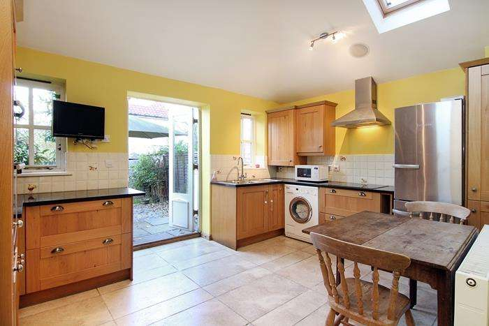 2 Bedrooms Terraced House for sale in Laneway, London