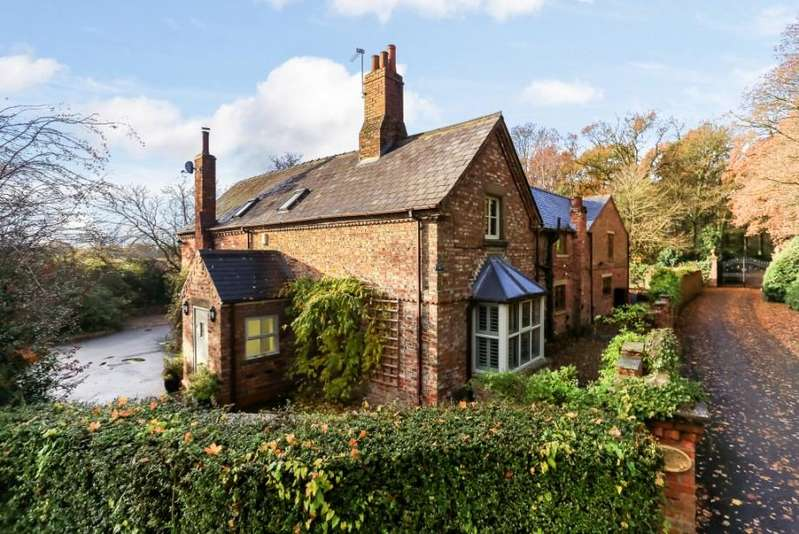 5 Bedrooms Detached House for sale in Moorlands Lodge, Skelton Lane, York, YO32 2RE