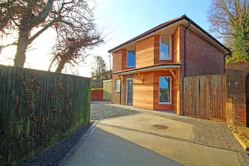 3 Bedrooms Detached House for sale in Wickhurst Rise, Portslade, Brighton