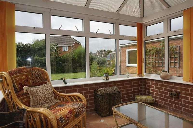 2 Bedrooms Detached Bungalow for sale in Hoylake Avenue, Walton, Chesterfield, Derbyshire, S40
