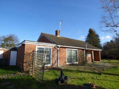 3 Bedrooms Bungalow for sale in Julian Close, Barnwood, Gloucester, Gloucestershire