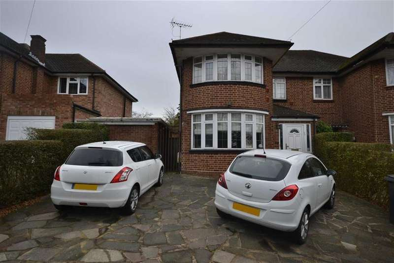 3 Bedrooms Semi Detached House for sale in Barnet Way, Mill Hill, London