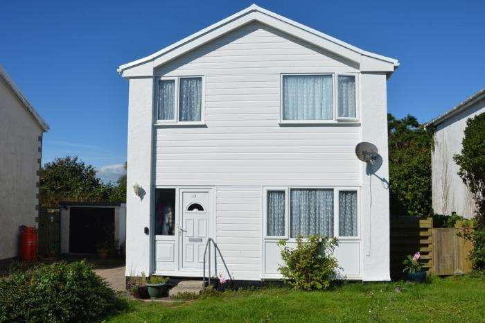 3 Bedrooms Town House for sale in 17 TREMBEL ROAD, MULLION, TR12