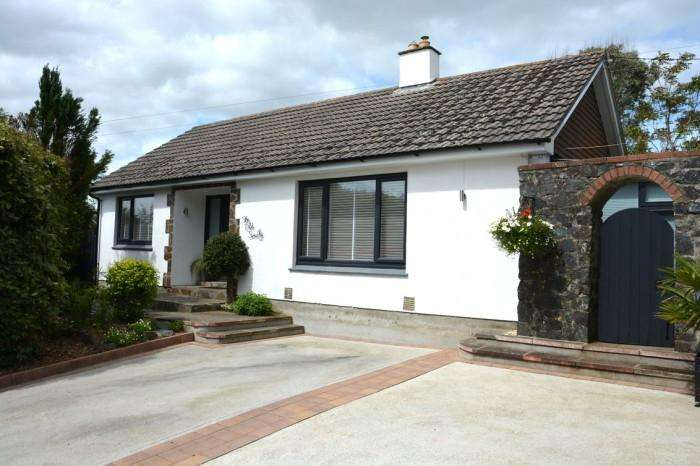 2 Bedrooms Bungalow for sale in THE OLD SMITHY, CURY CROSS LANES, TR12
