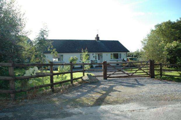 2 Bedrooms Detached Bungalow for sale in Beulah, Newcastle Emlyn, Ceredigion