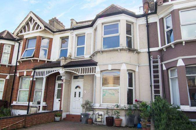 4 Bedrooms House for sale in Plough Lane, Wimbledon