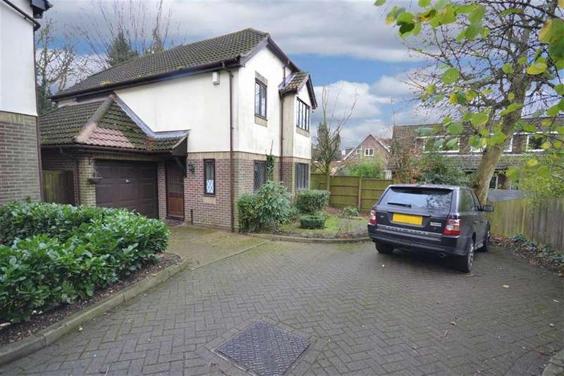4 Bedrooms Detached House for sale in Pinecroft Crescent, High Barnet, Hertfordshire