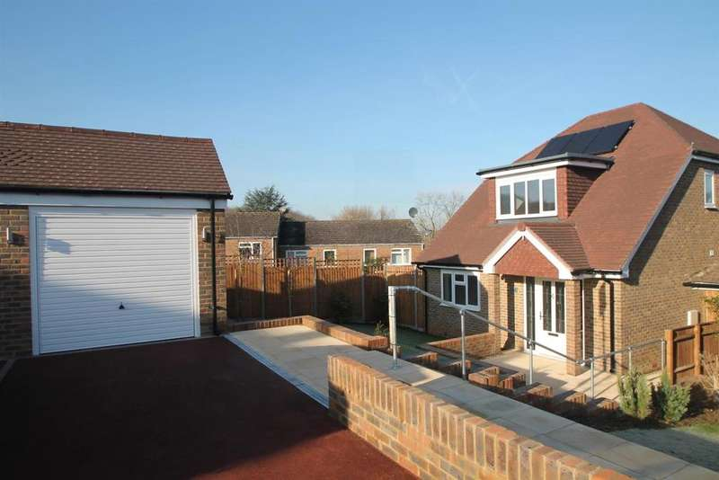 3 Bedrooms Detached House for sale in Downsview Road, Penenden Heath Maidstone