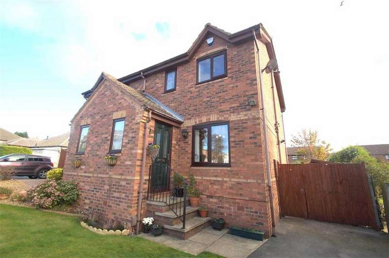 3 Bedrooms Semi Detached House for sale in Field End Road, Leeds