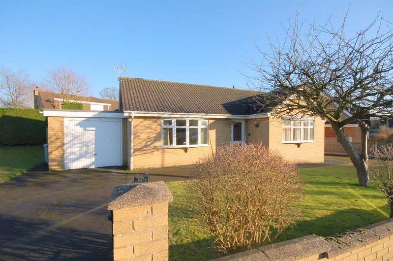2 Bedrooms Detached Bungalow for sale in Windsor Drive, Alsager