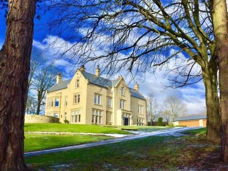 Detached House for sale in Wakefield Road, Denby Dale, Huddersfield, HD8