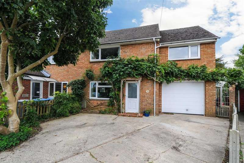 4 Bedrooms Semi Detached House for sale in Highview Road, Eastergate