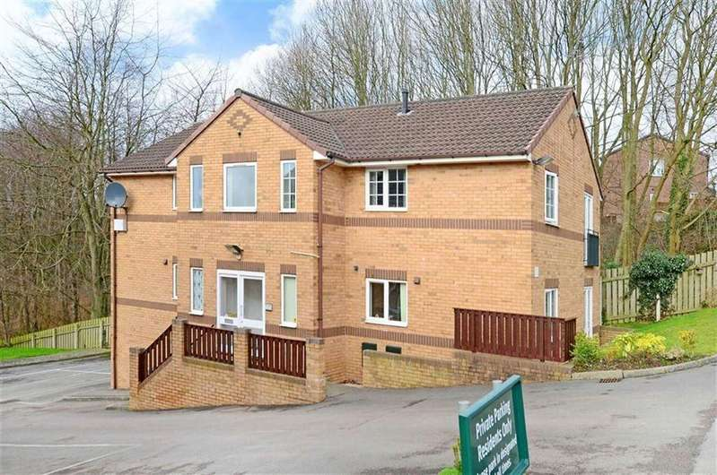 2 Bedrooms Flat for sale in 92b, Snape Hill Crescent, Dronfield, Derbyshire, S18