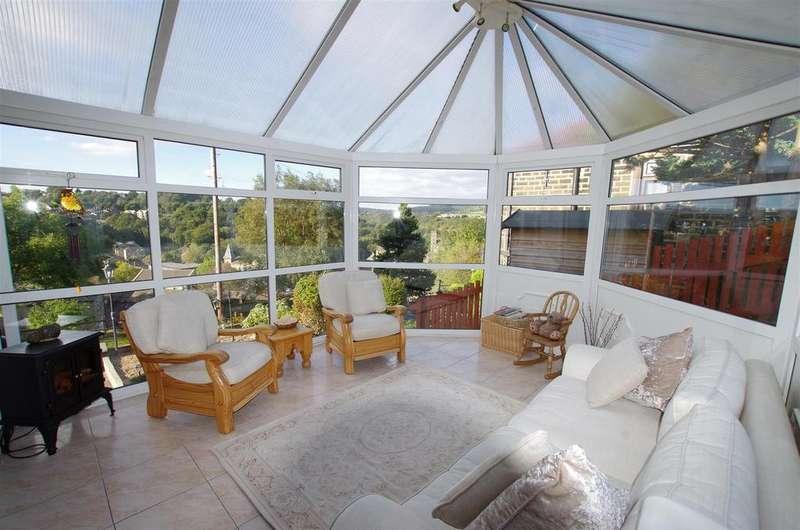 3 Bedrooms Detached House for sale in Garwick Terrace, Greetland, Halifax