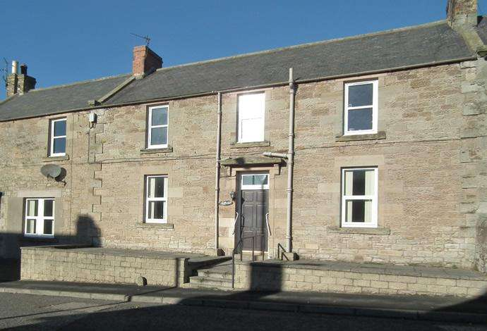 2 Bedrooms Flat for sale in Hillview, Main Street West End, Chirnside, TD11 3UG