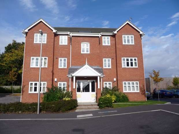 2 Bedrooms Flat for sale in New Heyes, Neston, Cheshire