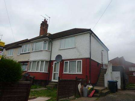 2 Bedrooms Flat for sale in Crest Drive, Enfield