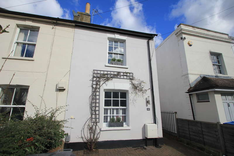 3 Bedrooms Semi Detached House for sale in Cleaveland Road, Surbiton