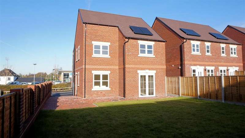 3 Bedrooms Detached House for sale in Samuel Street, Packmoor, Stoke on Trent