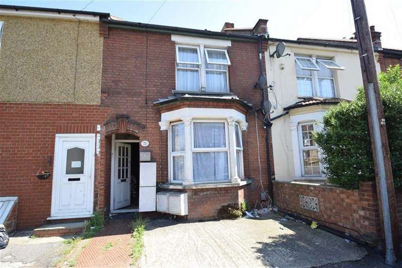 2 Bedrooms Maisonette Flat for sale in Queens Avenue, Watford, Herts