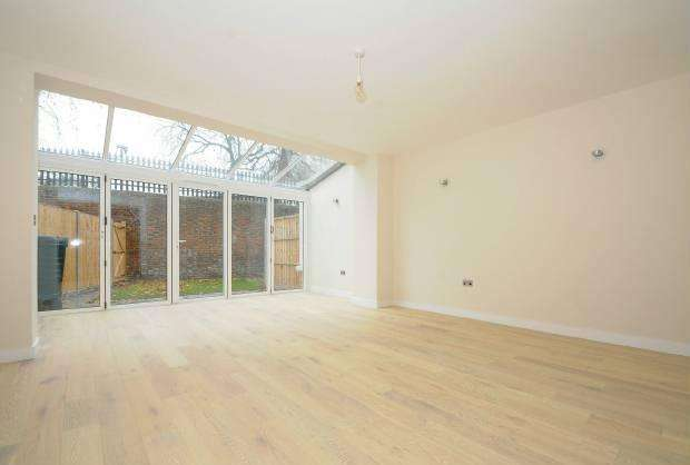 3 Bedrooms Terraced House for sale in St Leonards Road Windsor