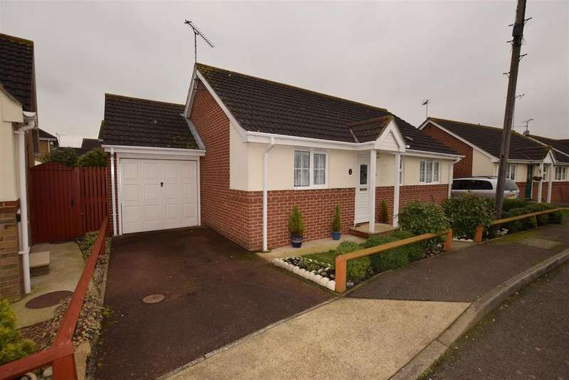 2 Bedrooms Detached Bungalow for sale in Essex Close, Canvey Island