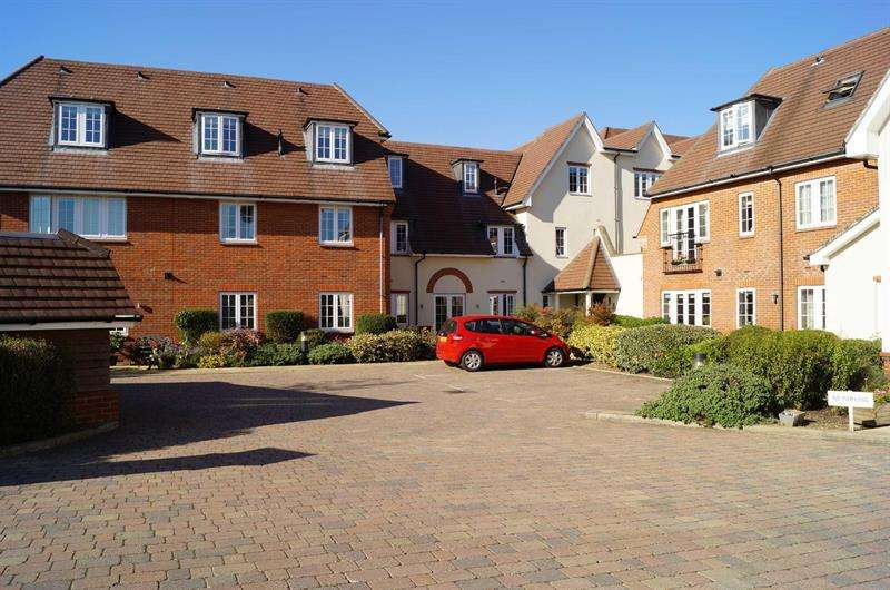 2 Bedrooms Apartment Flat for sale in COBHAM