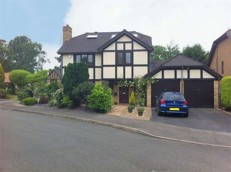5 Bedrooms Detached House for sale in Lightwater, Surrey