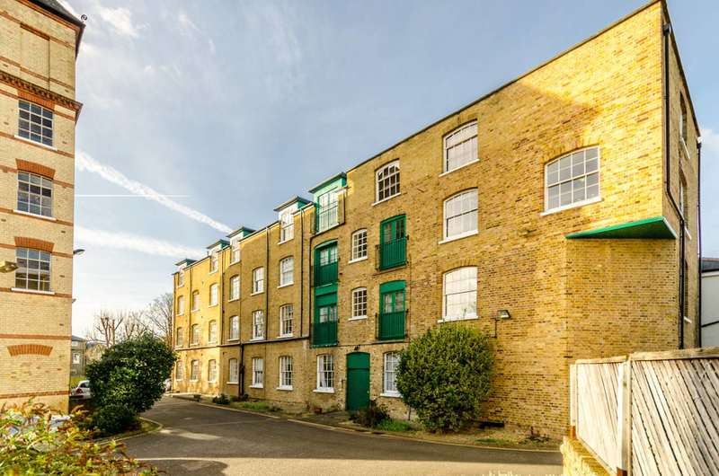 2 Bedrooms Flat for sale in Park Road, Bromley, BR1