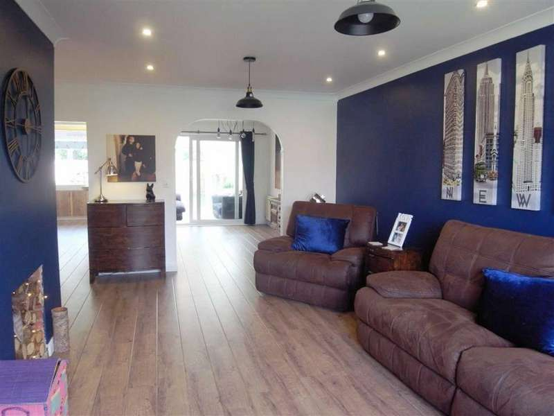 3 Bedrooms Semi Detached House for sale in Abbey Road, Sadberge, Darlington