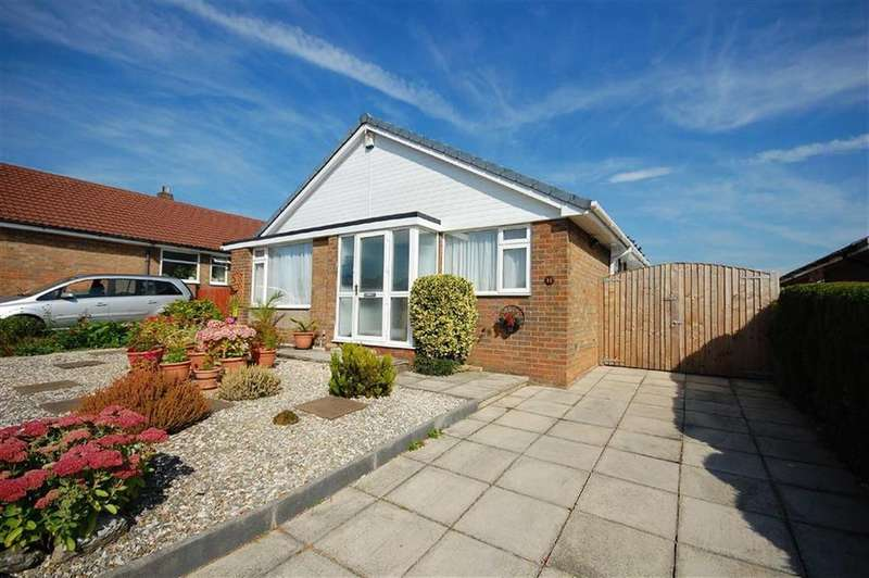 3 Bedrooms Detached Bungalow for sale in Derwent Avenue, Garforth, Leeds, LS25