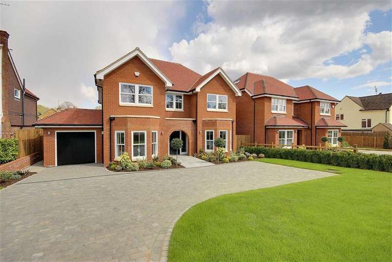 5 Bedrooms Detached House for sale in Calder Avenue, Brookmans Park, Hertfordshire