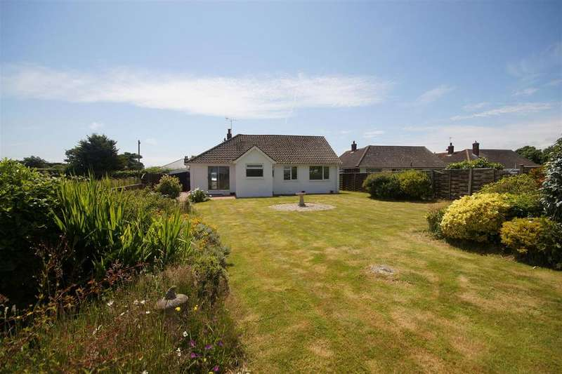 3 Bedrooms Detached Bungalow for sale in Park Lane, Selsey