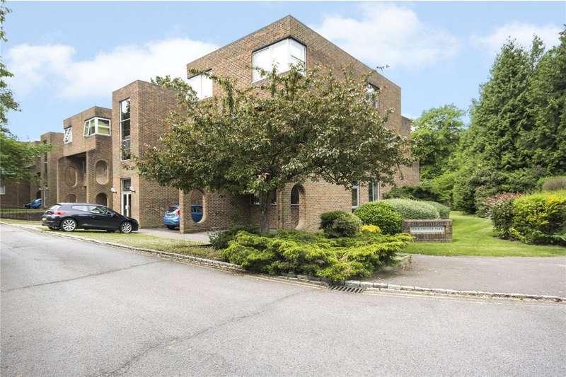 2 Bedrooms Flat for sale in Stroudwater Park, Weybridge, KT13
