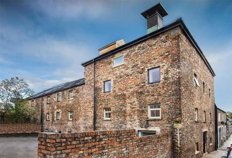 3 Bedrooms Town House for sale in 6 Clementhorpe Maltings, Lower Ebor Street, York