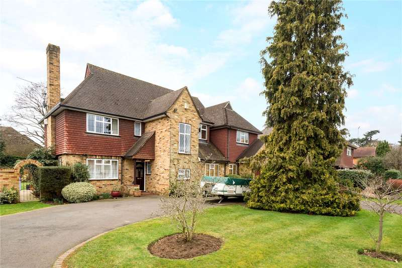 5 Bedrooms Detached House for sale in Cricket Way, Weybridge, Surrey, KT13