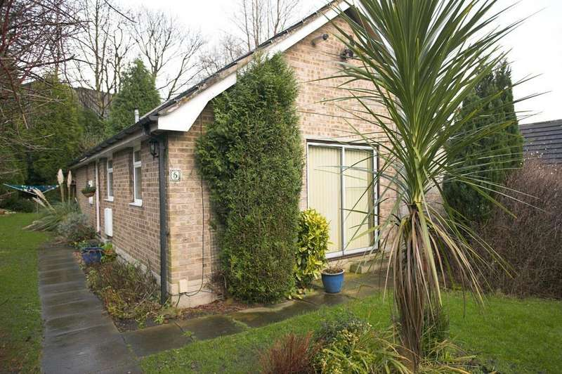 3 Bedrooms Detached Bungalow for sale in Littlewood Close, Odsal, Bradford, BD6 1JR