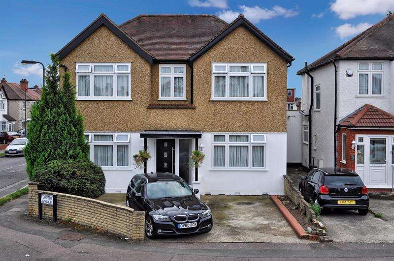 4 Bedrooms Detached House for sale in Formby Avenue, Stanmore