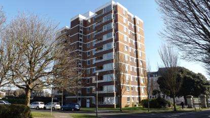 2 Bedrooms Flat for sale in Blount Road, Portsmouth, Hampshire