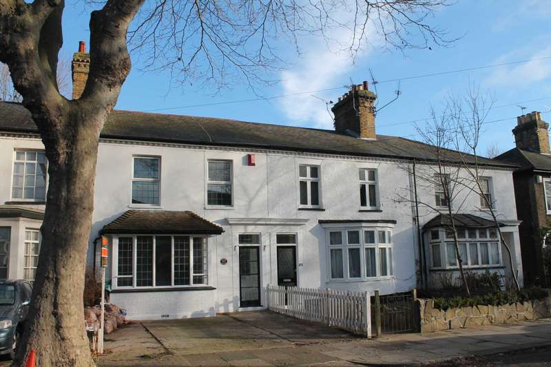 3 Bedrooms Terraced House for sale in Cambridge Road, Southend On Sea