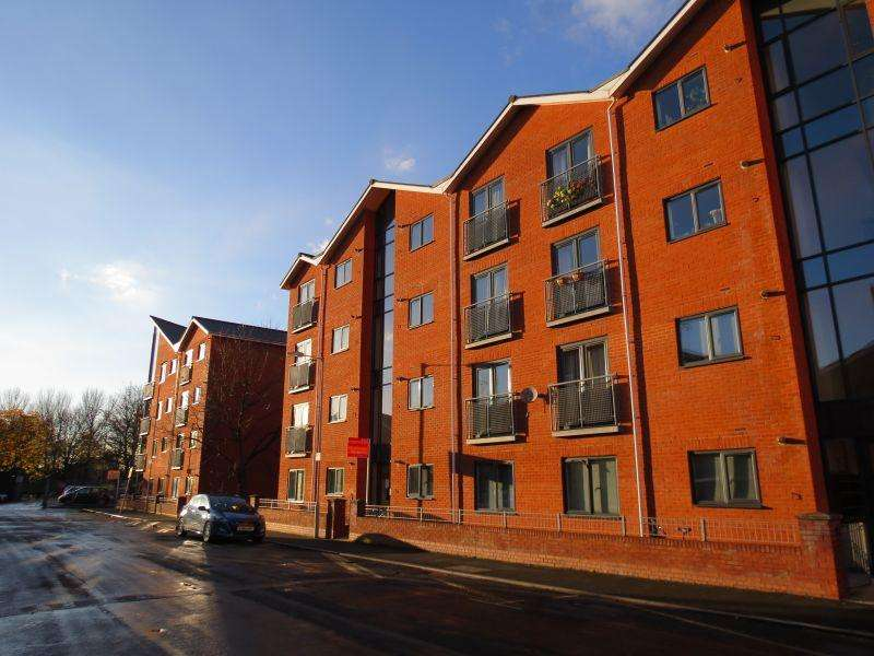 2 Bedrooms Apartment Flat for sale in Newbold Walk, Hulme, Hulme