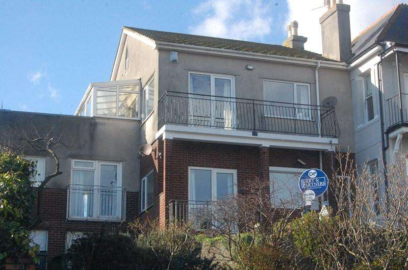 2 Bedrooms Flat for sale in Dawlish Road, Teignmouth