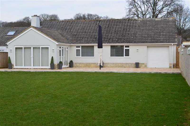 3 Bedrooms Detached Bungalow for sale in Cedar Drive, Wimborne, Dorset