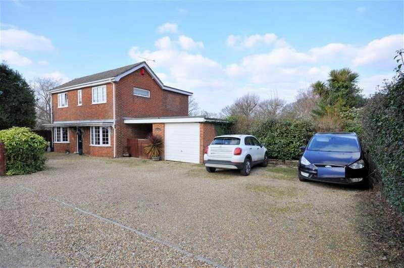 3 Bedrooms Detached House for sale in Sarisbury Green