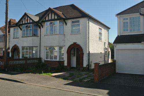 3 Bedrooms Semi Detached House for sale in Salt Hill Avenue, Slough