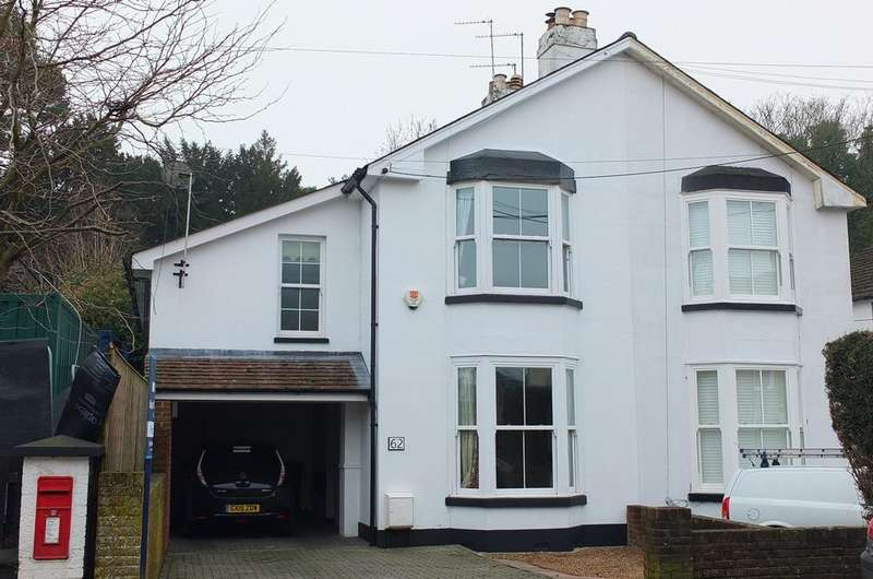 4 Bedrooms House for sale in Sydney Road, Haywards Heath, RH16